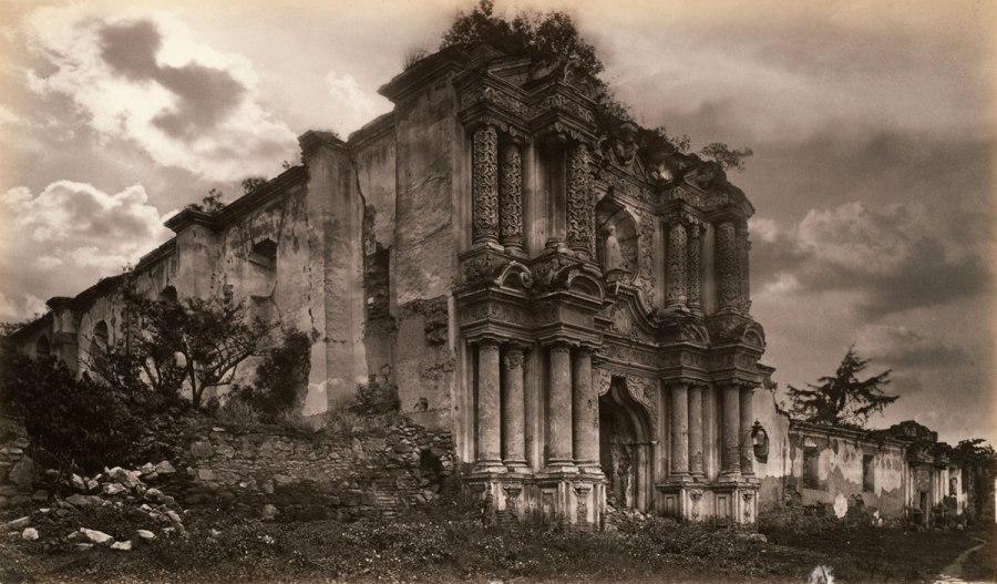 muybridge-ruinas-de-una-iglesia-en-antigua-guatemala-1875